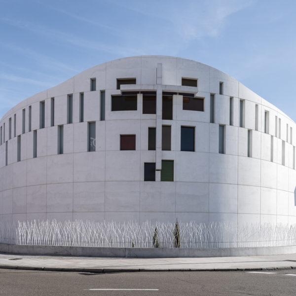 fotografia de arquitectura fachada iglesia evengelica leon