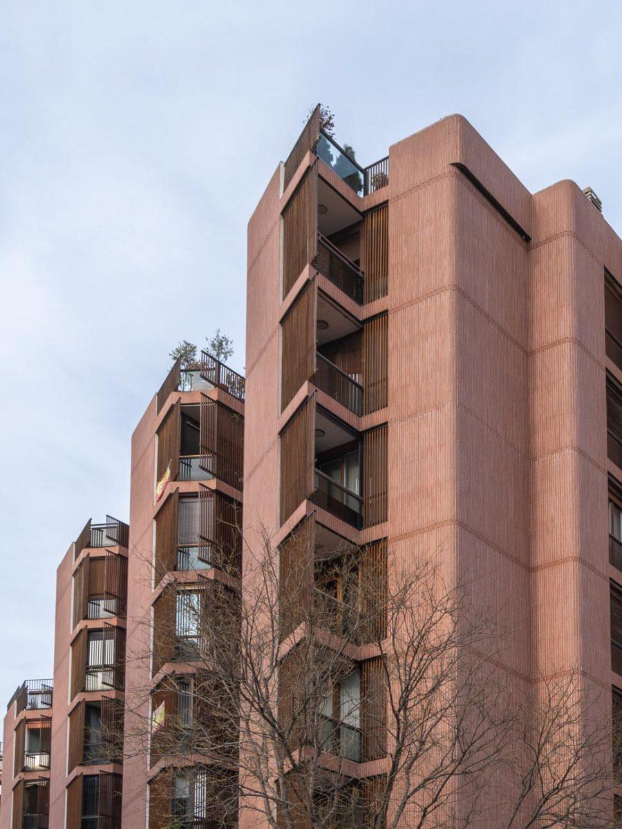 fotografia de arquitectura fachada edificio de ladrillo