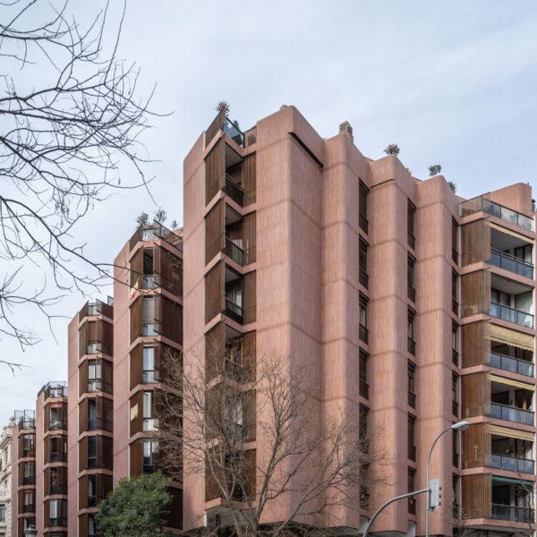 fotografia de arquitectura edificio de ladrillos centro de madrid