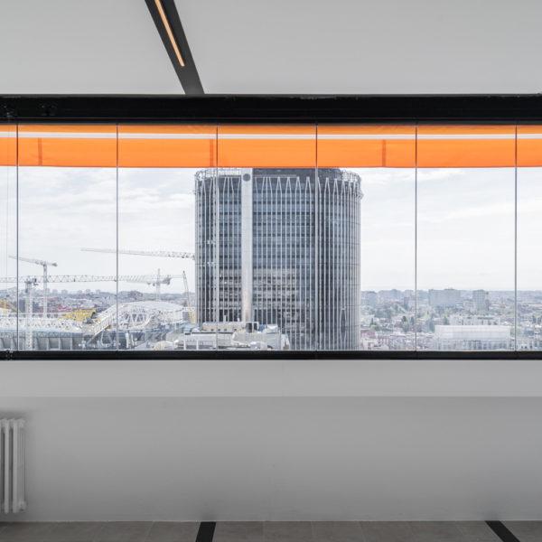amplia ventana apartmento