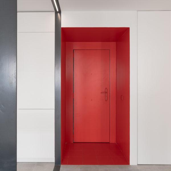puerta roja apartamento