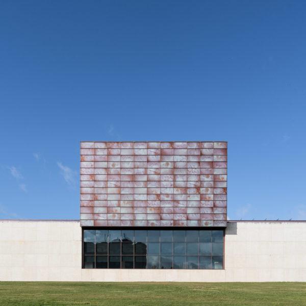 fachada frontal de edificio