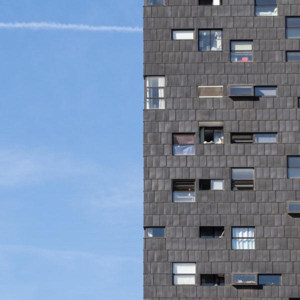 detalle fachada con ventanas