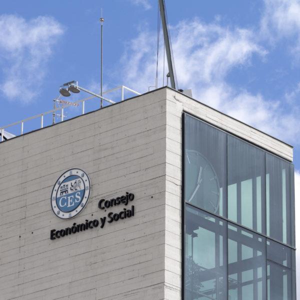 detalle fachada de cristal y cemento