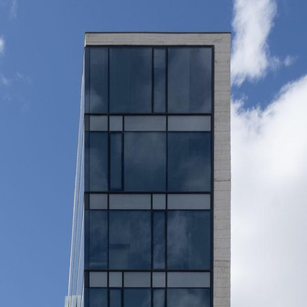 fachada vertical acristalada