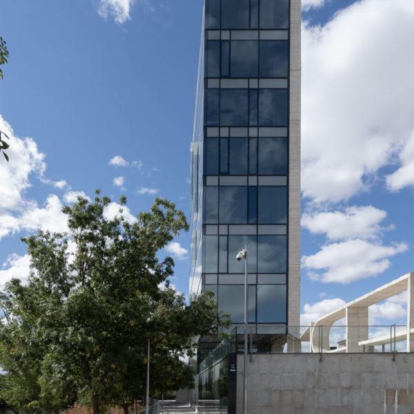 fachada frontal edificio completo