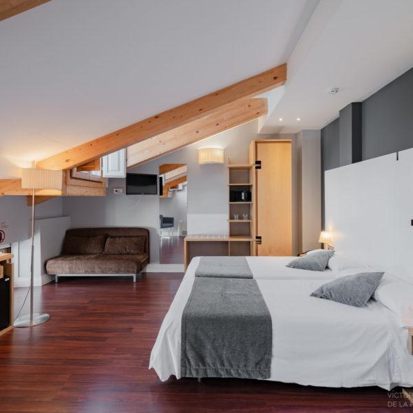 hotel el coloquio de los perros habitacion abuhardillada con cama doble