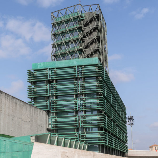 torre oficinas color verde