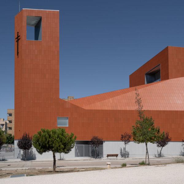 iglesia fachada lateral campanario