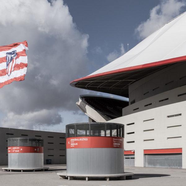 detalle fachada lateral con bandera