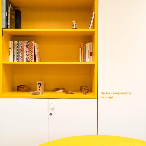 fotografia de interiorismo estanteria con libros