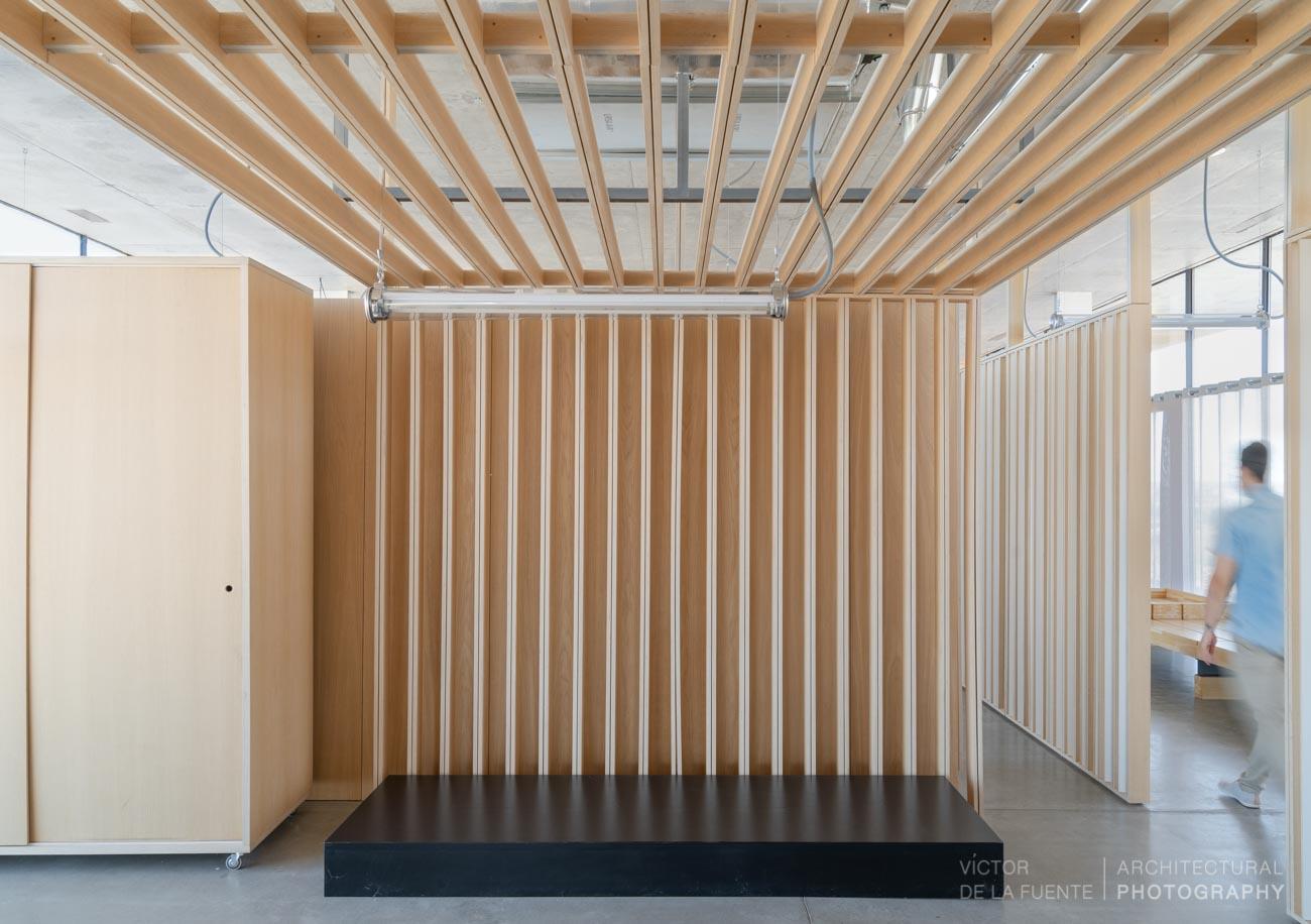 bodegas finca montepedroso pared madera de roble americano
