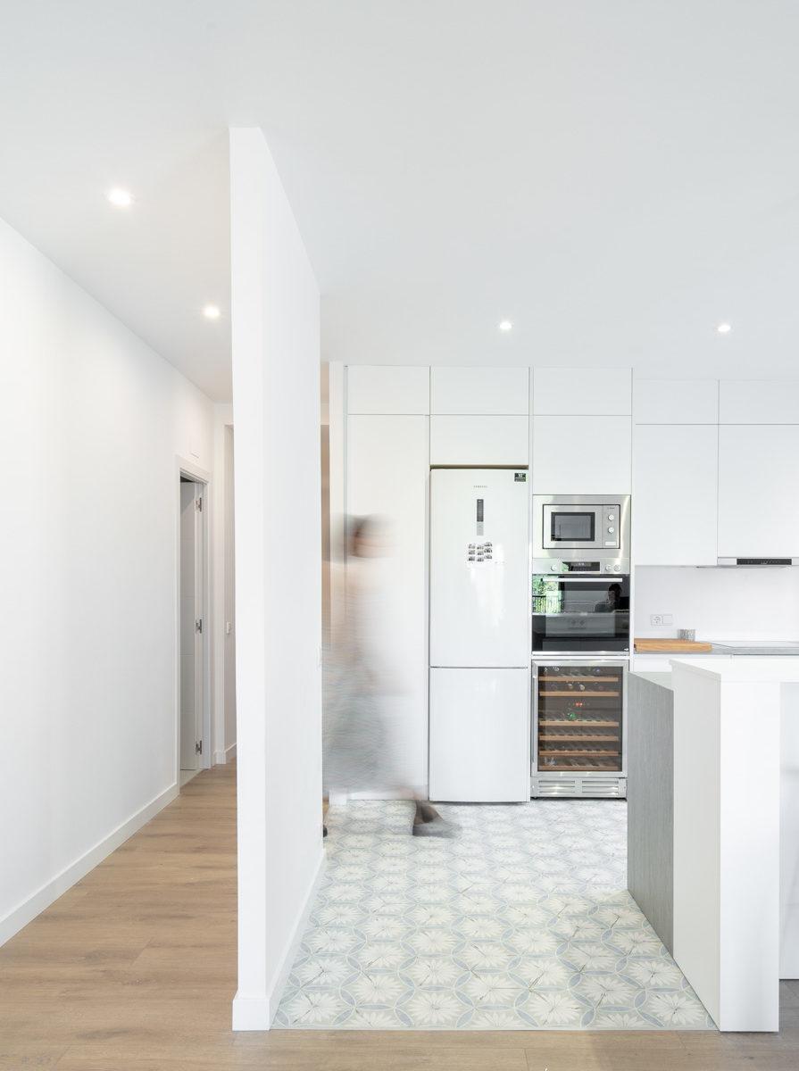 fotografia de interiorismo cocina y pasillo