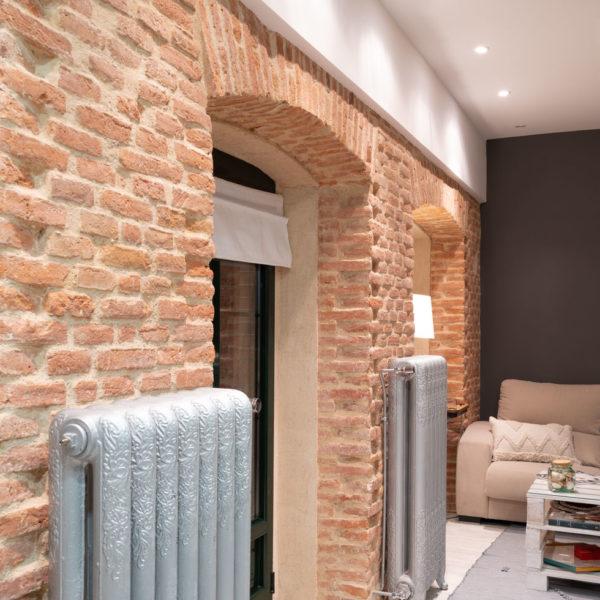 interior casa salon con radiadores