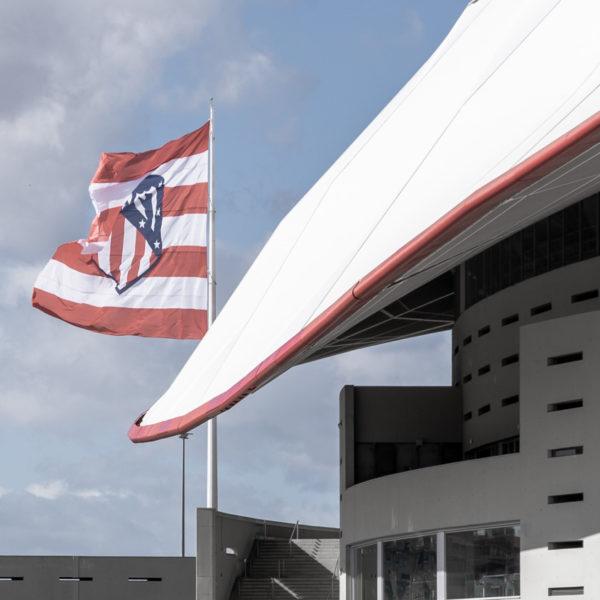 detalle cubierta oeste y bandera estadio