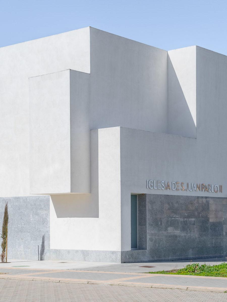 iglesia juan pablo II Valladolid esquina fachada trasera