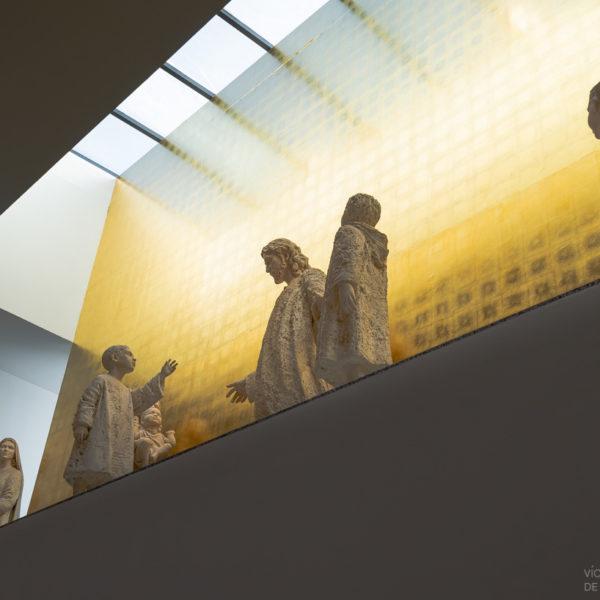 iglesia juan pablo II Valladolid detalle lucernario con esculturas